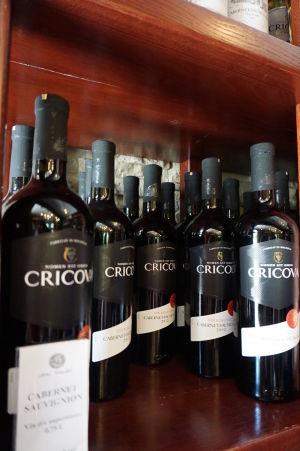 Červené víno z Cricovy