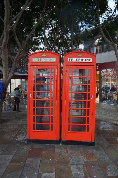 Väzby na Veľkú Britániu sú na Gibraltári občas veľmi očividné