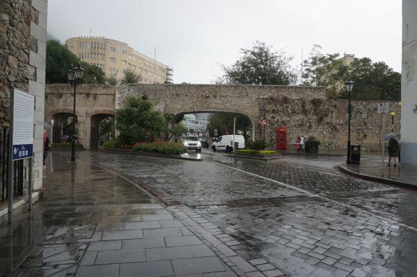 Staré opevnenie Gibraltáru a tzv. Brána referenda (The Referendum Gate)