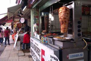 Istanbulský bazár - Okolité uličky sa tiež hemžia biznisom