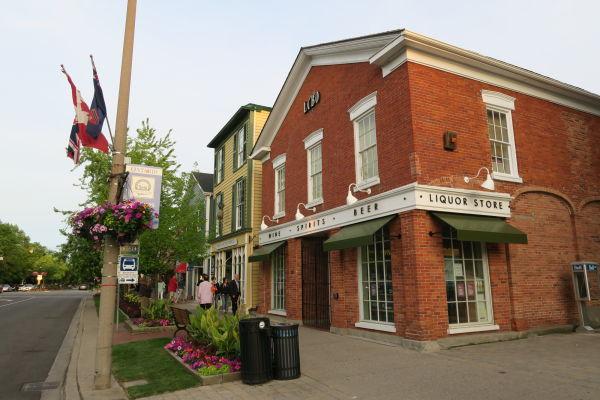 V uličkách mestečka Niagara-on-the-Lake sa môžete pokochať koloniálnou architektúrou
