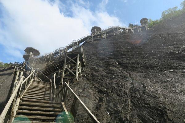 Schodisko vedúce k vrcholu vodopádu Montmorency neďaleko Québecu