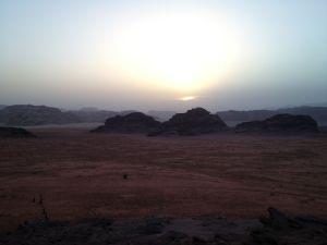 Západ Slnka nad púšťou