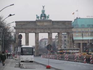 Brandenburská brána zozadu, z Ulice 17. júna