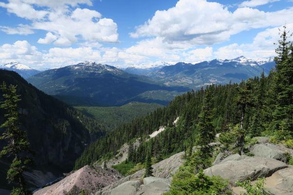 Výhľad z vyhliadky Barrier View v provinčnom parku Garibaldi v Britskej Kolumbii v Kanade