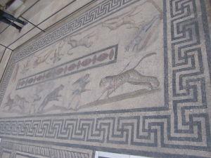 Pergamonské múzeum - Antická mozaika - Nájdete hákový kríž?