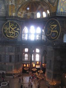 Hagia Sophia - Nevkusné štíty pridané v dobe, keď slúžila ako mešita