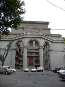 Jerevanská opera zozadu