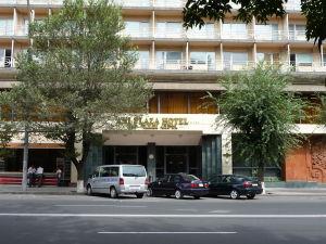 Jeden z hotelov v centre mesta