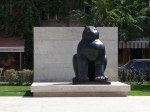 Socha v Parku Alexandra Tamanjana pod Kaskádou
