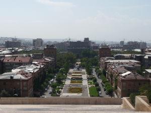Pohľad na Park Alexandra Tamanjana a Operu