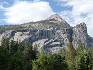 Národný park Yosemite - pohľad na žulový masív Half Dome