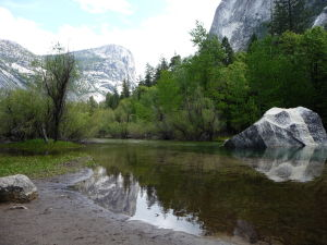Národný park Yosemite - jazero Mirror Lake a Half Dome