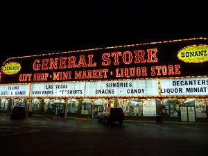 Suveníry z Vegas nemôžu chýbať... a ani alkohol