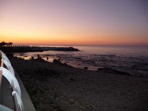Západ Slnka nad promenádou Corniche