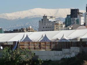 Z Bejrútu nie je problém vidieť zasnežené libanonské hory