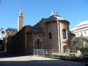 Mešita Al Omari, skonvertovaná z kostola (všimnite si polmesiace na vežičkách)