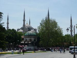 Modrá mešita - Rozoznateľná vďaka šiestim minaretom