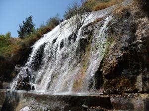 Koránska brána - priľahlý vrch s parkom a vodopádom