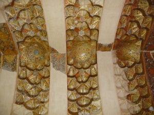 Hrad Arg Karim Chan je vnútri bohato zdobený