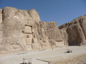Kráľovské hrobky v tvare kríža