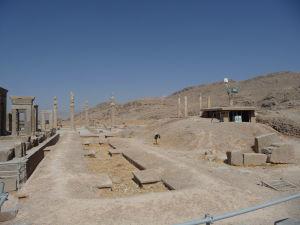 Palác Apadana spoza paláca Tačara