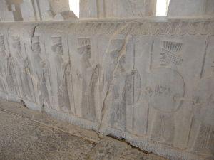 Reliéf s bojovníkmi