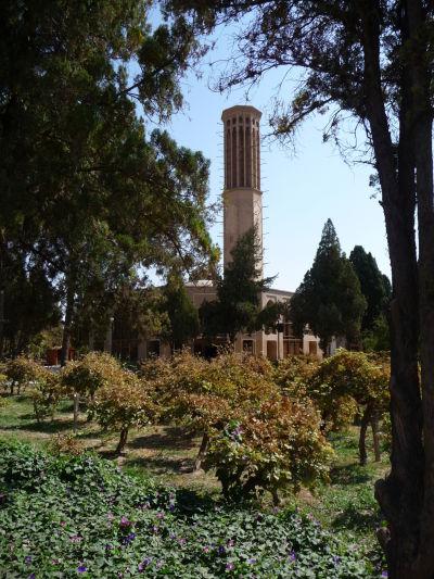 Chladiaca veterná veža v záhrade Dolat Abad v Yazde