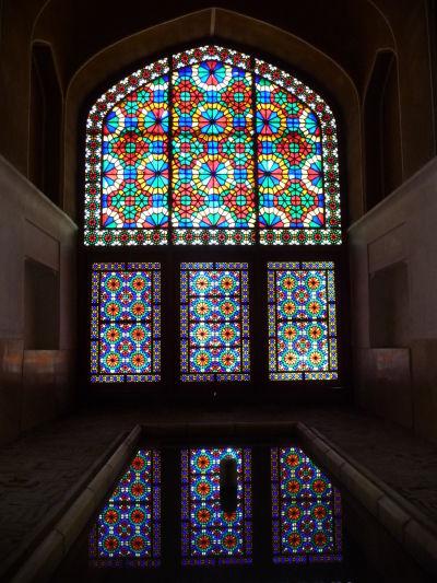 Záhrada Dolat Abad v Yazde - hlavná miestnosť v centrálnej budove s chladiacou veternou vežou