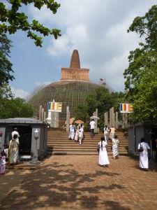 Najstaršia stupa v Anuradhapure - Ruwanwelisaya