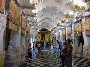 Vstupná hala v Chráme Relikvie zubu