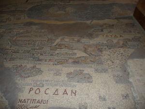 Chrám sv. Juraja v Madabe - byzantská mozaika s mapou Svätej zeme - Jeruzalem vľavo hore