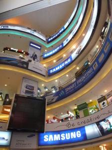 Obchodný dom Low Yat Plaza - 12 poschodí len s elektronikou