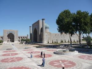Námestie Redžistan - Medresa Šer-Dor (Levia)