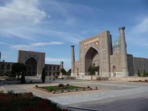 Námestie Redžistan - Tilya Kori a medresa Šer-Dor (Levia)