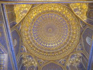 Medresa Tilya Kori - Vnútorné dekorácie, často tu dominuje zlato