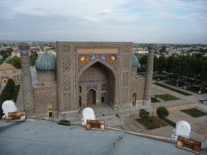 Výhľad z minaretu na Leviu medresu