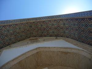 Detail vstupného portálu do medresy Nadir Devanbegi