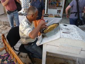 Medresa Nadir Devanbegi - Nádvorie dnes obsahuje pár obchodíkov, remeselnícke dielne a reštauráciu