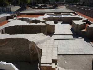 Základy starého chrámu (zoroastriánskeho)