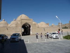 Typické kupoly bazáru (taqi) v Buchare