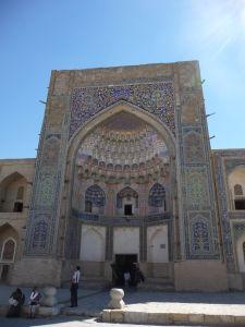 Vstupný portál Abdulazízovej medresy