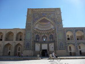 Vstupná brána do Abdulazízovej medresy