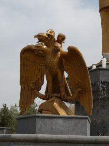 Päťhlavá orlica symbolizujúca 5 regiónov Turkménska