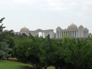 Prezidentský palác je možné fotografovať len z diaľky