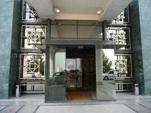 Vchod do jednej z miestnych bánk