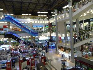 Obchodný dom Yimpas s jedinými eskalátormi v celej krajine