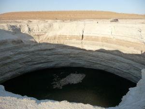 Prvý kráter - Voda vyzerá byť celkom čistá