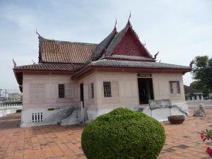 Jedna z budov v areáli paláca
