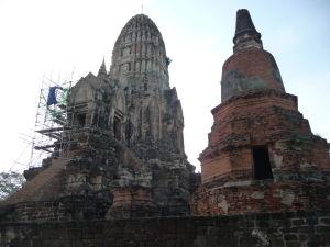 Veža (prang) a stupa chrámu Wat Racha Burana